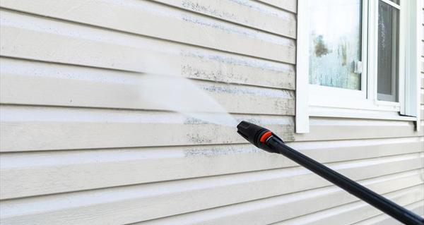 外壁塗装をする前に知っておきたい!外壁洗浄のメリットと適切な頻度